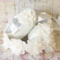 Παπουτσάκια για κορίτσι Ivory lace and pearl flower